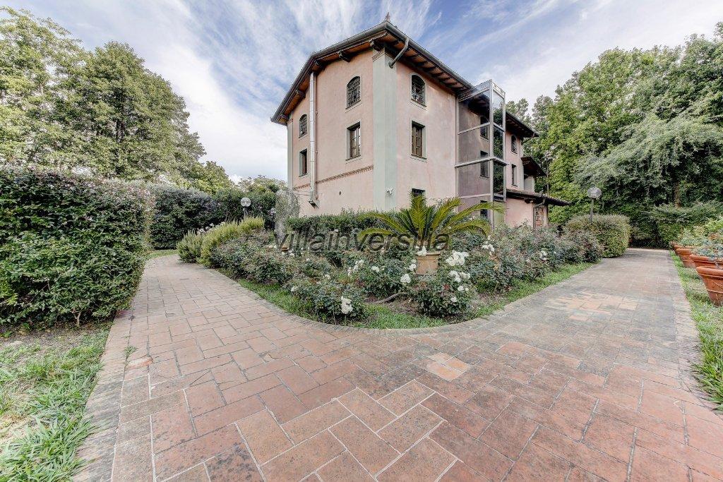 Foto 1/11 per rif. V 4117 villa Pietrasanta