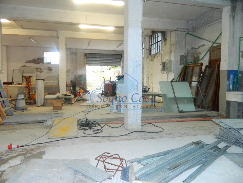 Capannone artigianale in affitto commerciale a Dogana, Luni (SP)