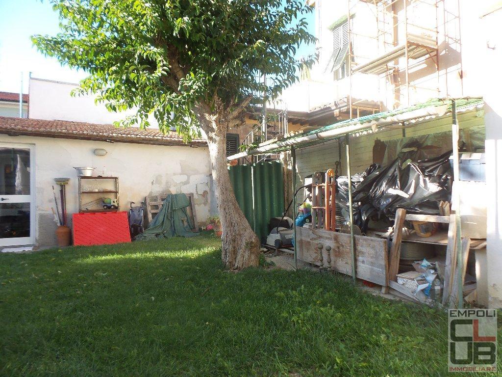 Soluzione Indipendente in vendita a Empoli, 6 locali, prezzo € 250.000 | CambioCasa.it