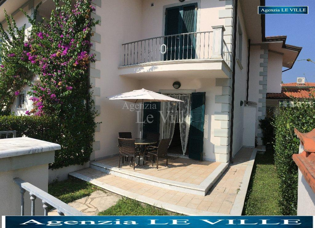 Semi-detached house for rent in Pietrasanta (LU)