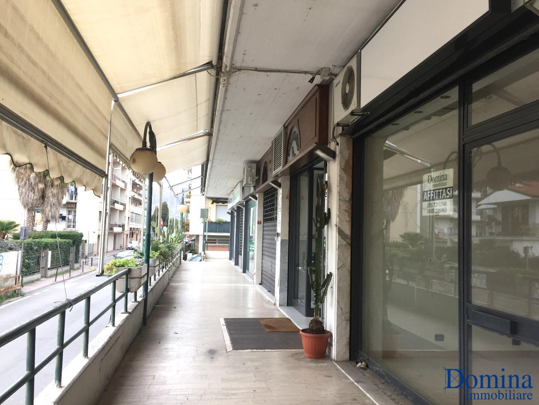 Locale comm.le/Fondo in affitto commerciale a Massa