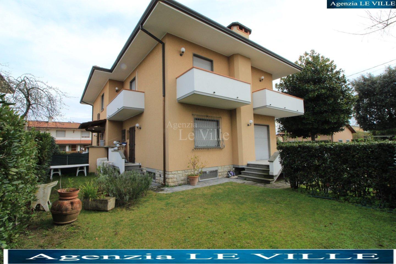 Двухквартирный дом в аренда для Pietrasanta (LU)