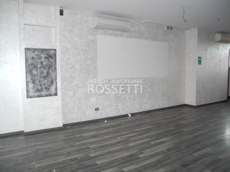 Locale comm.le/Fondo in affitto a Sovigliana, Vinci (FI)