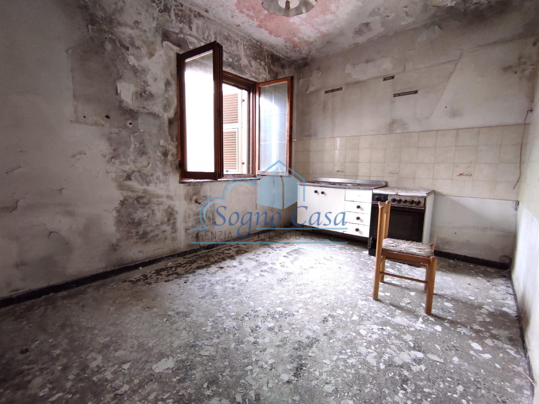 Appartamento in vendita a Ortonovo, 3 locali, prezzo € 130.000 | PortaleAgenzieImmobiliari.it