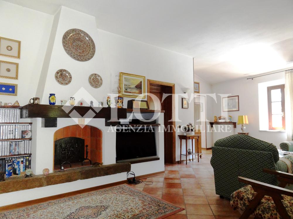 Country house for sale in Panicale, Buti (PI)