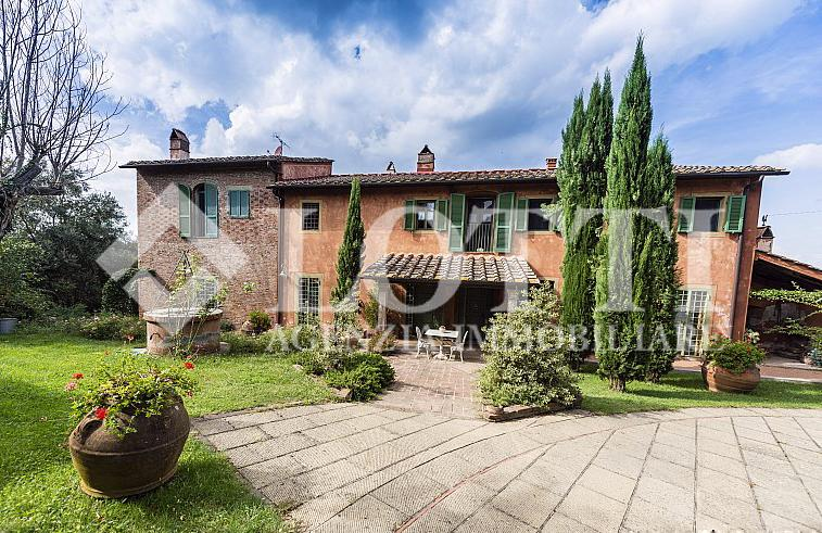Rustico for Sale in Montecastello, Pontedera (PI)