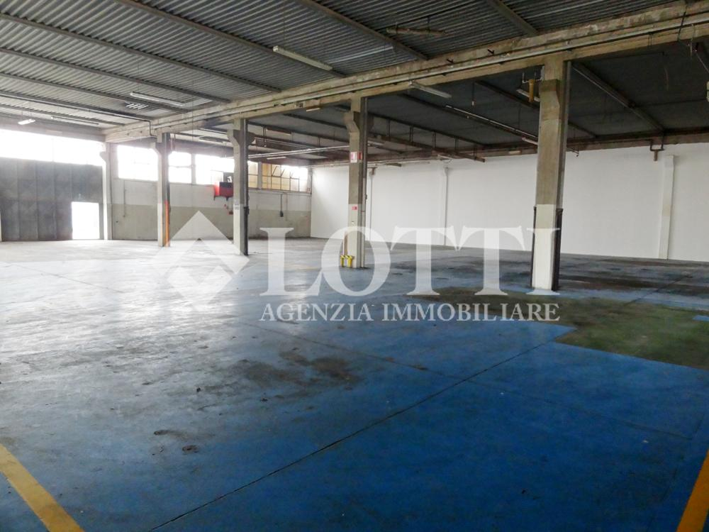 Capannone industriale in vendita a Pontedera (PI)