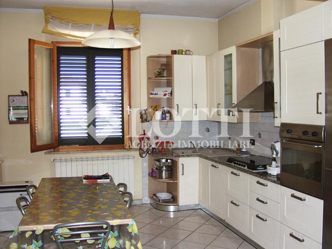 Single-family house for sale, ref. 475