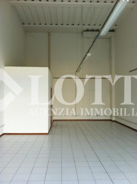 Locale comm.le/Fondo in vendita, rif. 226-a