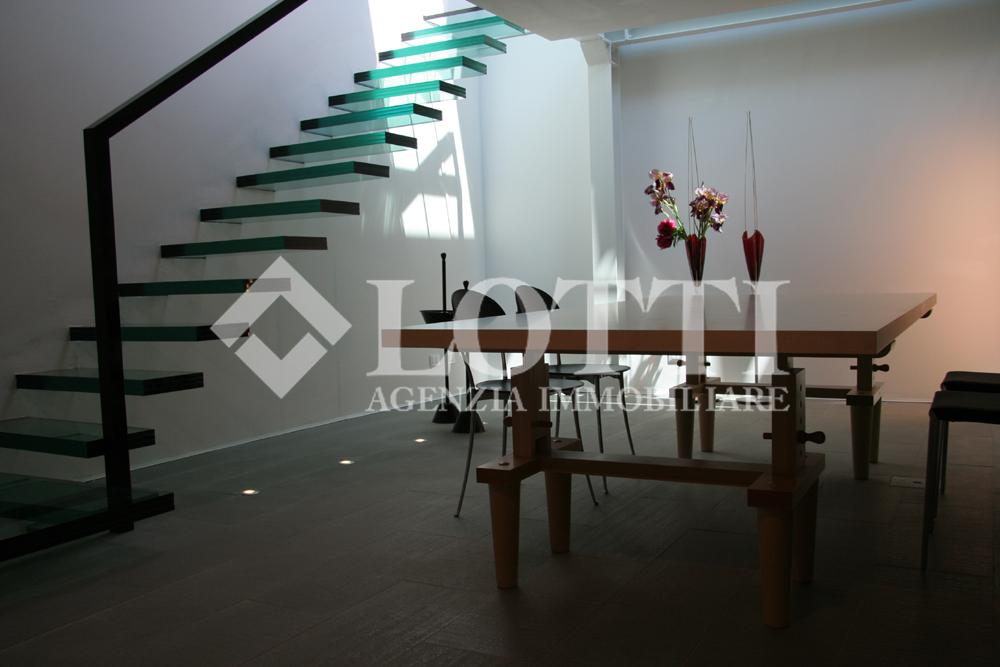 Business mall for sale in Calcinaia (PI)