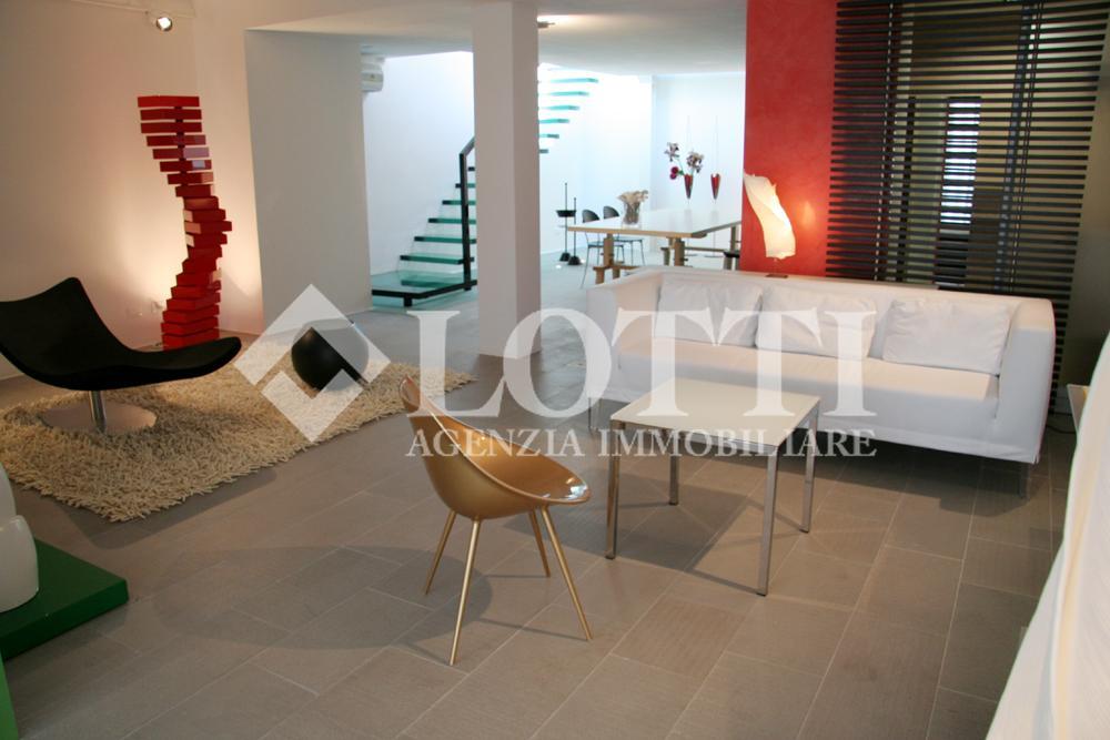 Locale comm.le/Fondo in vendita, rif. 334