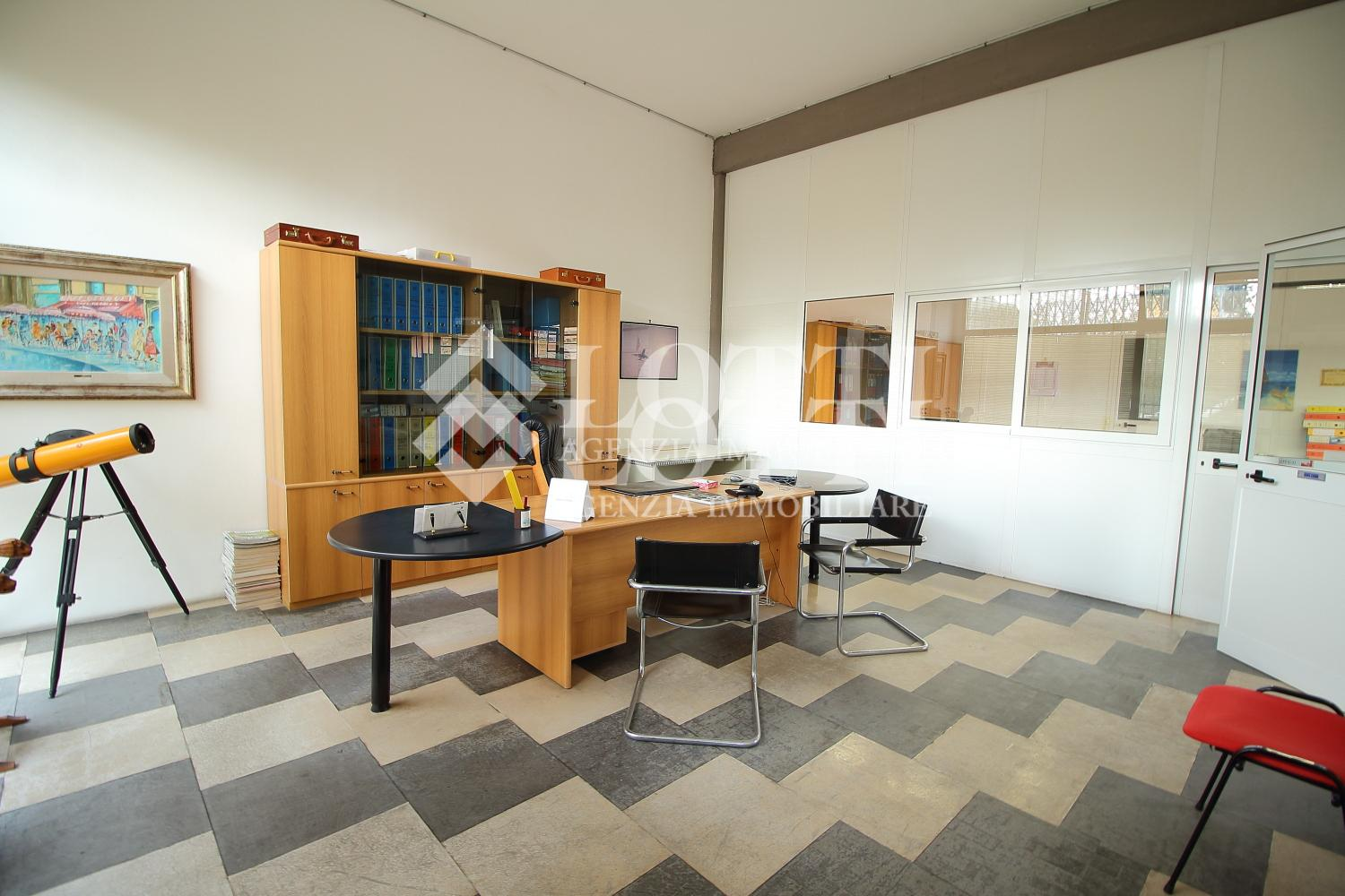 Office for rent in Bientina (PI)