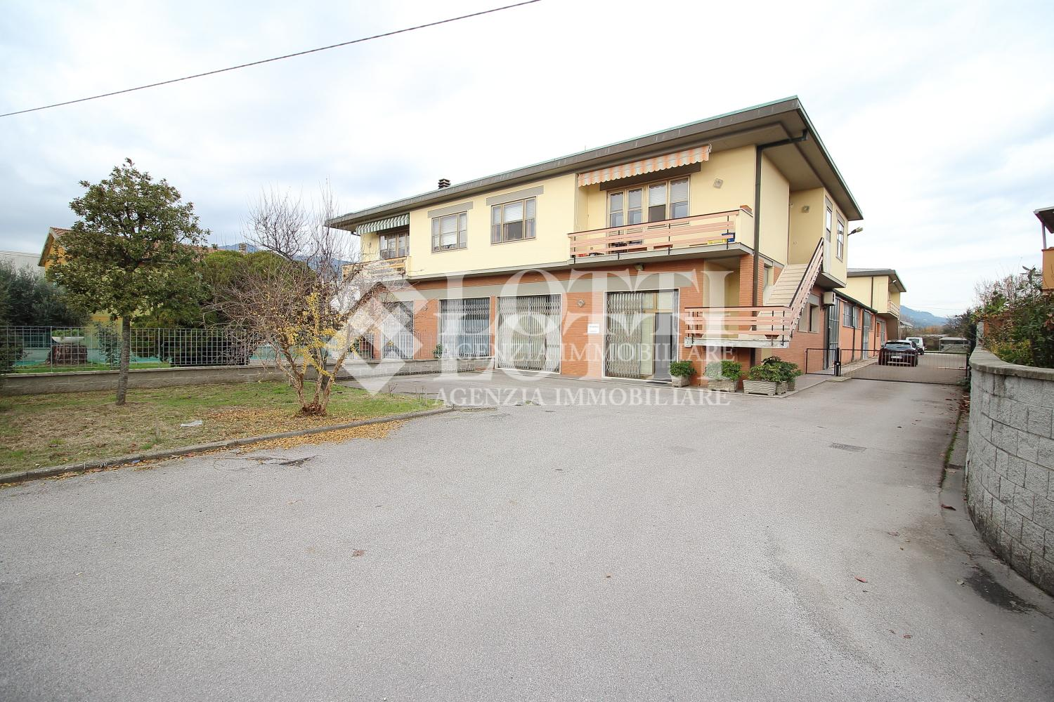 Capannone industriale in affitto commerciale, rif. 583-E