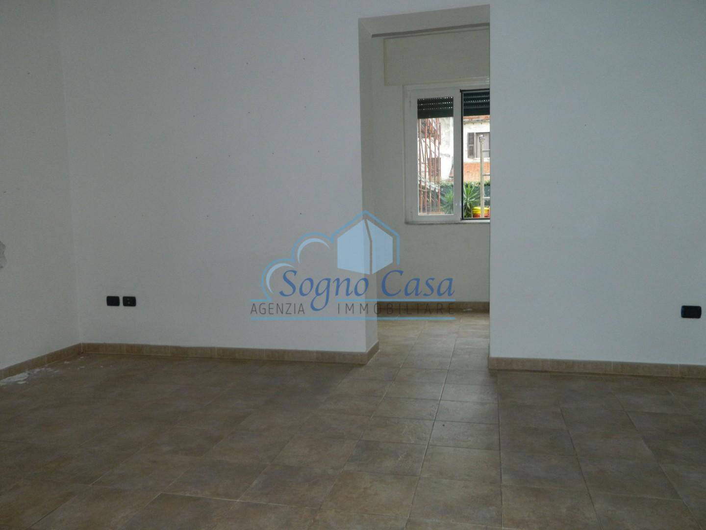 Locale comm.le/Fondo in affitto commerciale a Marina Di Carrara, Carrara (MS)