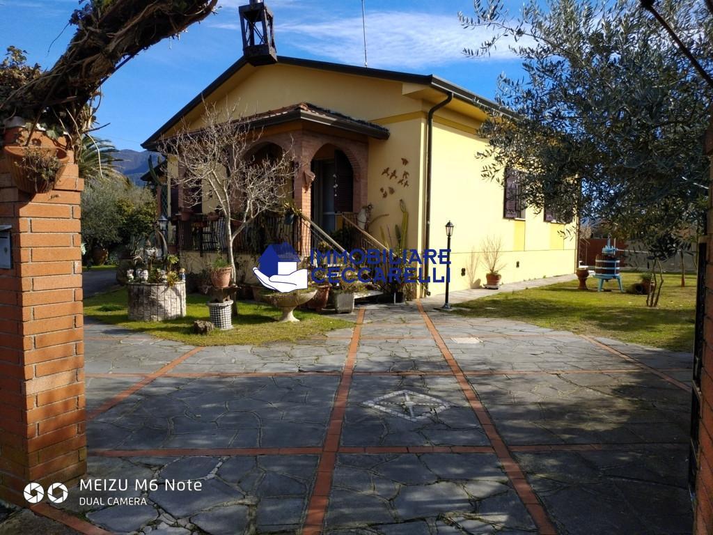 VILLA in Affitto a Ronchi, Massa (MASSA CARRARA)