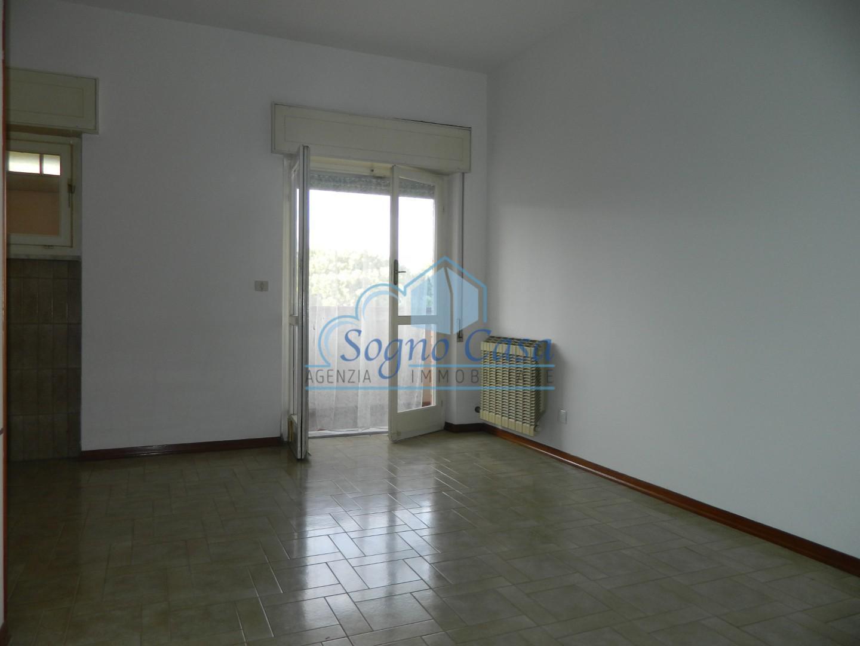 Appartamento in vendita a Ortonovo, 3 locali, prezzo € 100.000 | CambioCasa.it