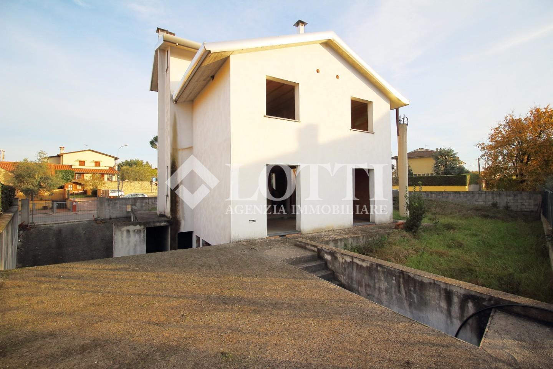 Casa singola in vendita, rif. 648