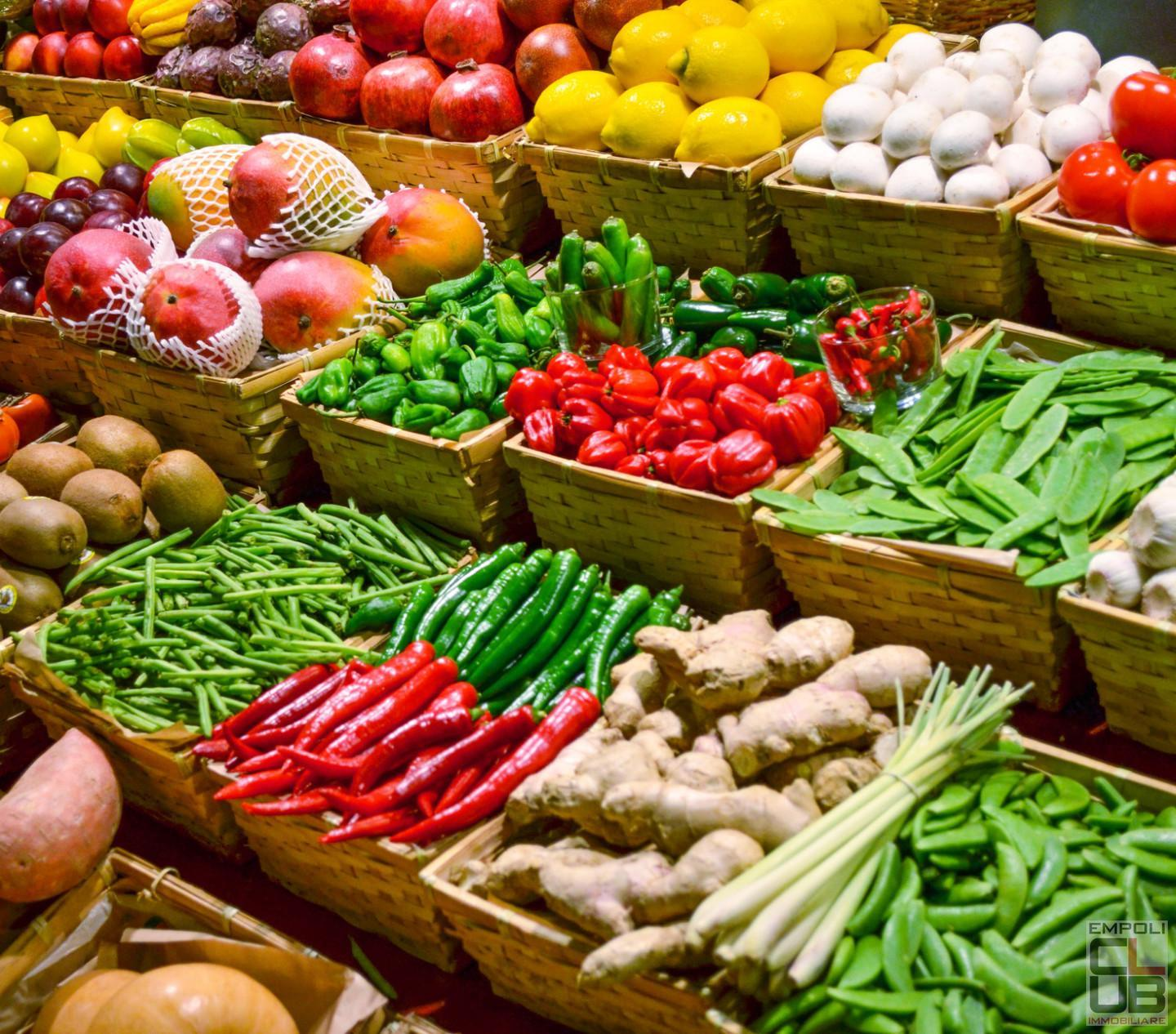 Groceries for sale in Empoli (FI)