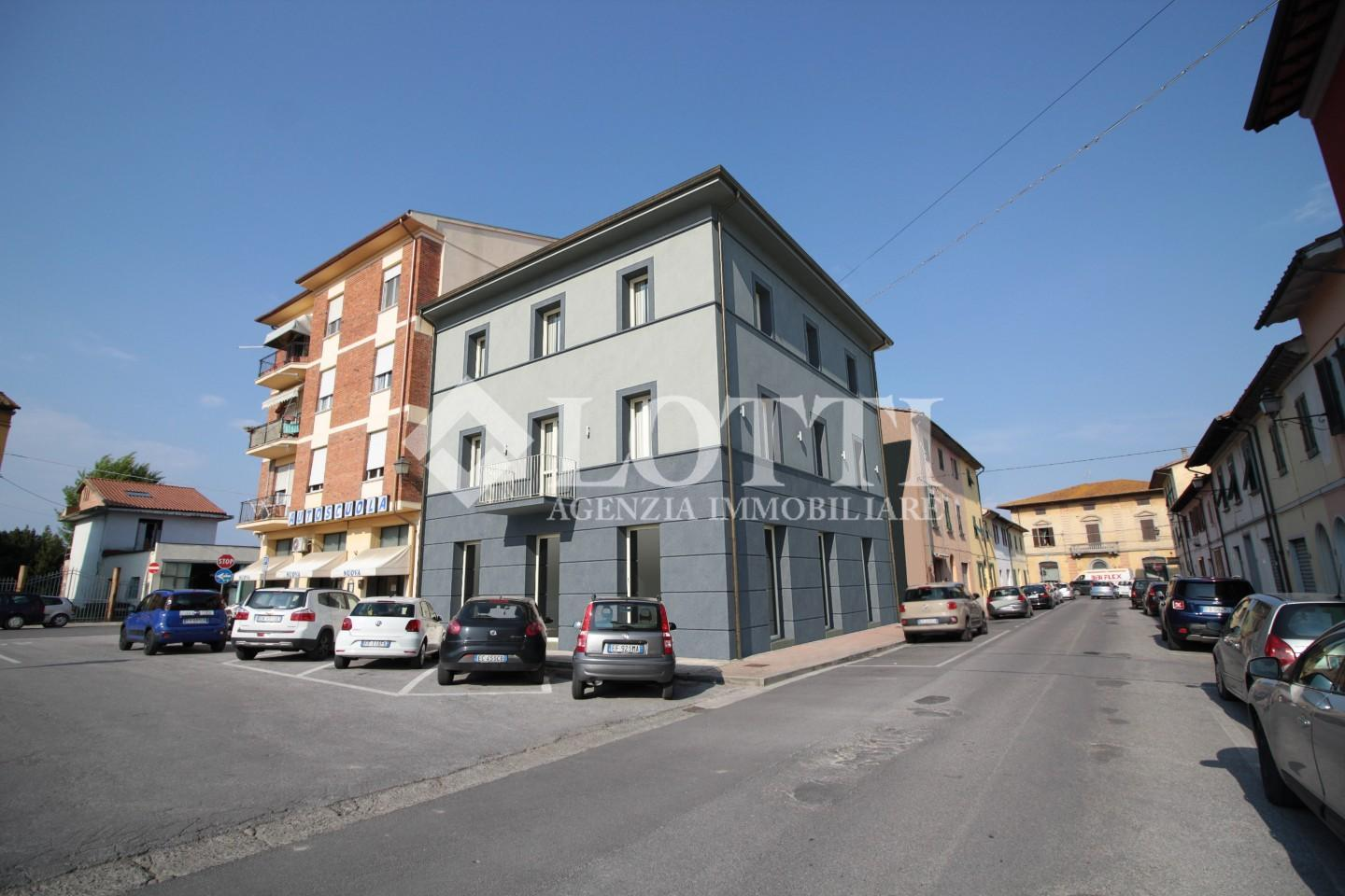 Business mall for sale in Bientina (PI)