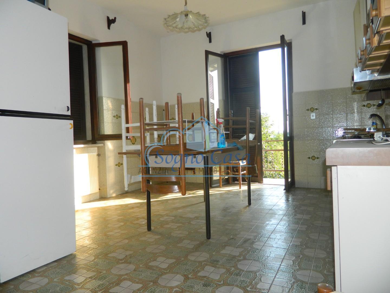 Appartamento in vendita a Ortonovo, 5 locali, prezzo € 195.000   PortaleAgenzieImmobiliari.it