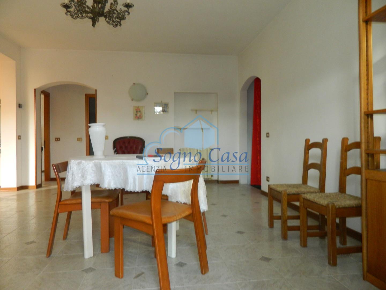 Appartamento in vendita a Ortonovo, 5 locali, prezzo € 190.000 | PortaleAgenzieImmobiliari.it