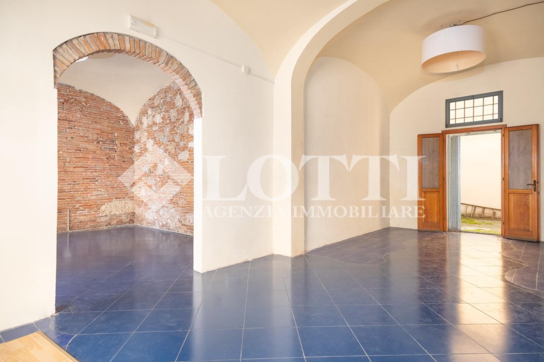 Locale comm.le/Fondo in affitto commerciale, rif. 640