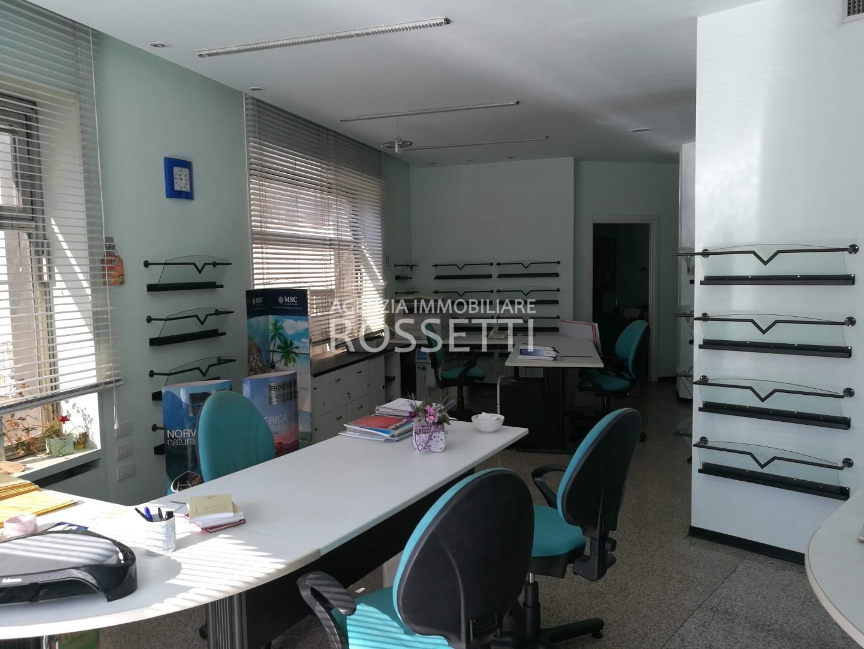 Locale comm.le/Fondo in vendita a Sovigliana, Vinci (FI)