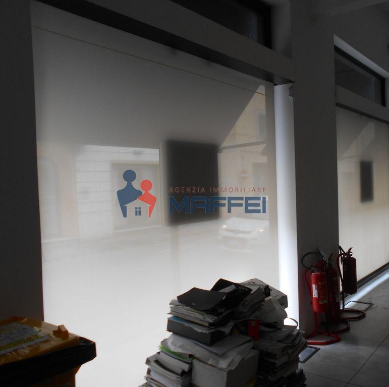 Fondo commerciale in vendita a Centro, Viareggio (LU)