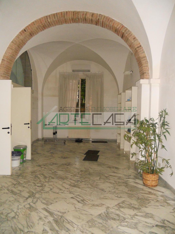 Locale comm.le/Fondo in affitto commerciale, rif. AC6714
