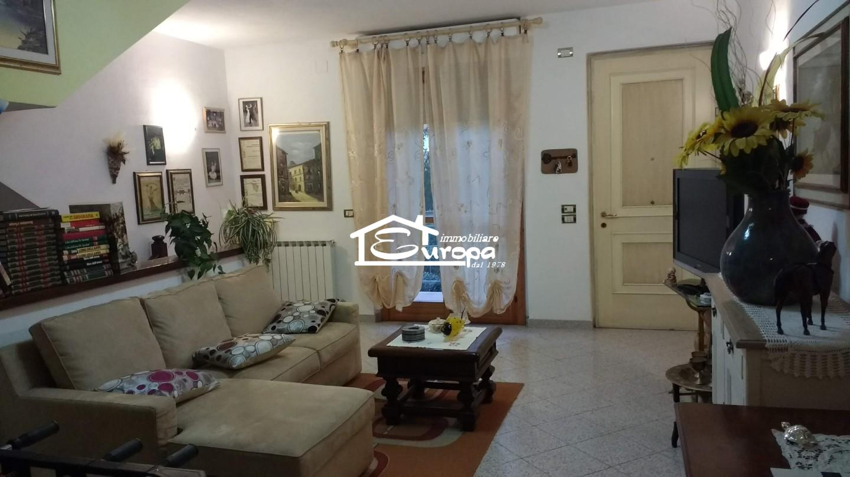Casa semindipendente in vendita a Braccagni, Grosseto