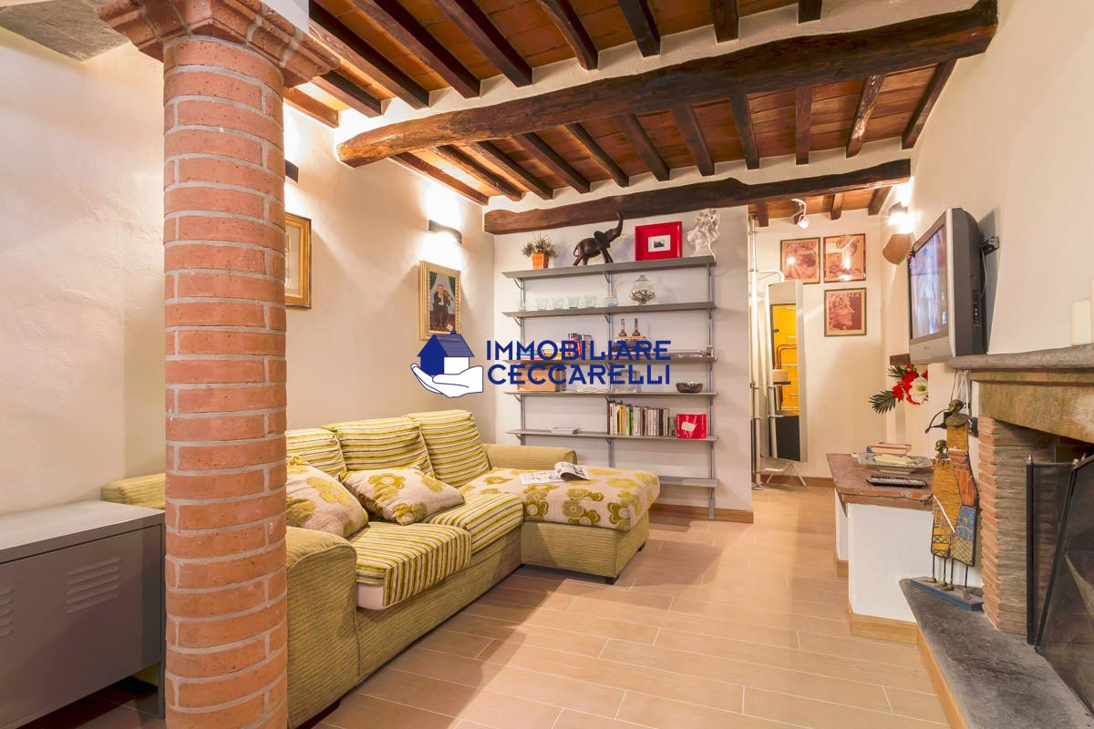 Soluzione Indipendente in vendita a Pietrasanta, 4 locali, prezzo € 300.000 | PortaleAgenzieImmobiliari.it