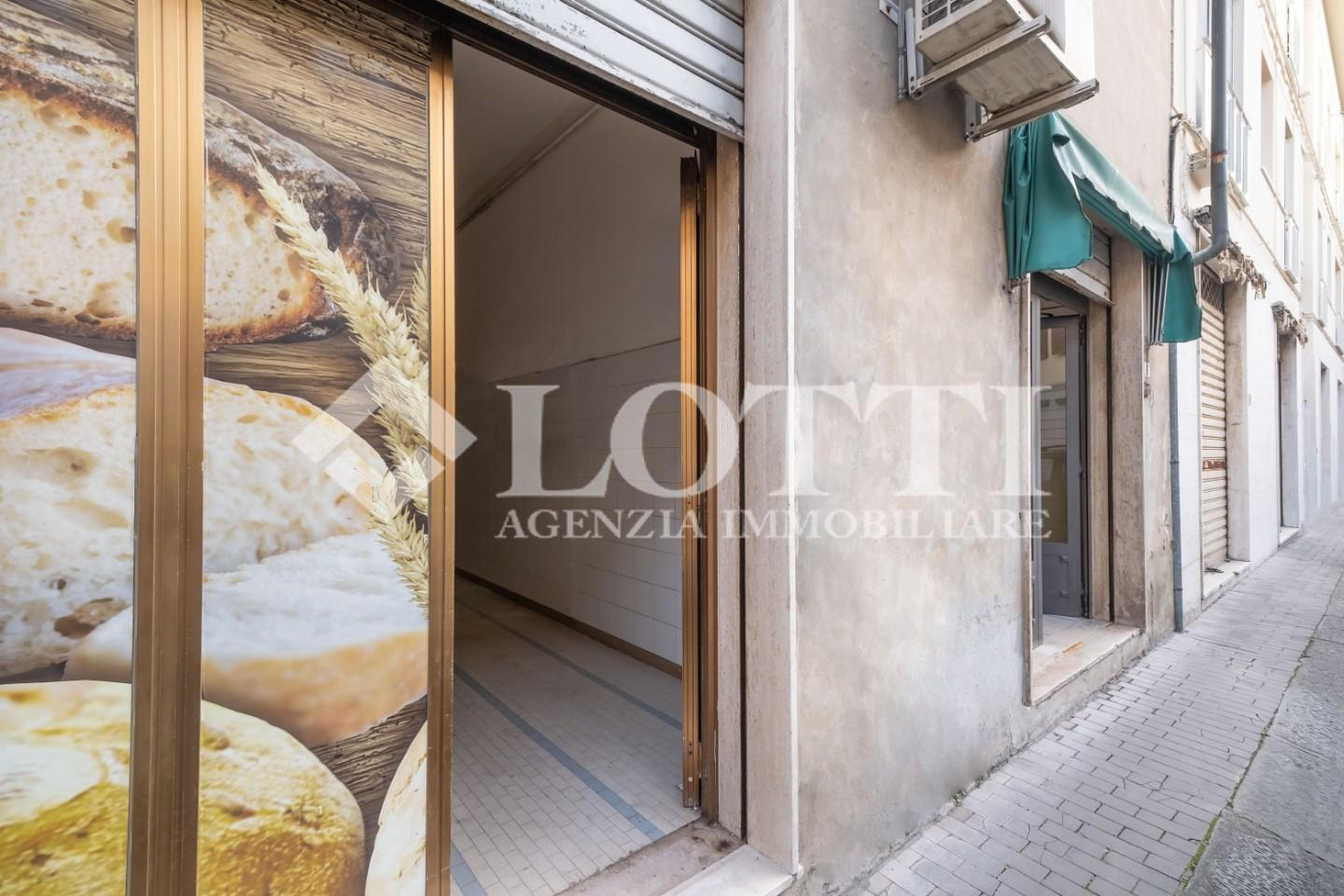 Business mall for commercial rentals in Pontedera (PI)