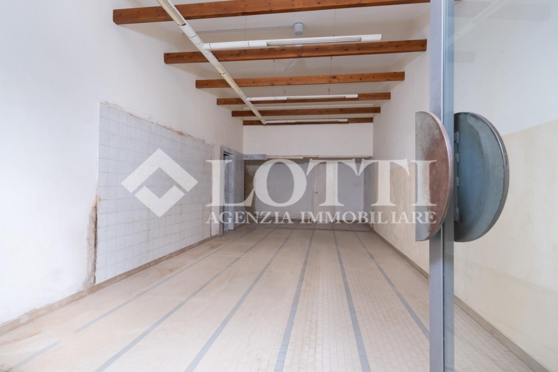 Locale comm.le/Fondo in vendita, rif. 682-V