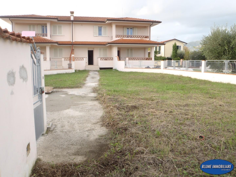 Villetta trifamiliare in vendita a Camaiore (LU)