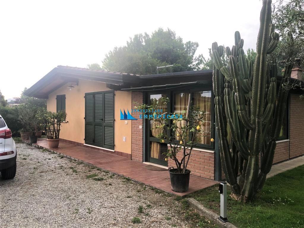 Casa singola in affitto vacanze a Massa