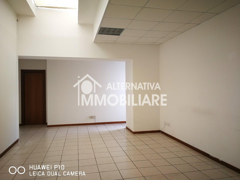 Ufficio in affitto commerciale a La Fontina, San Giuliano Terme (PI)