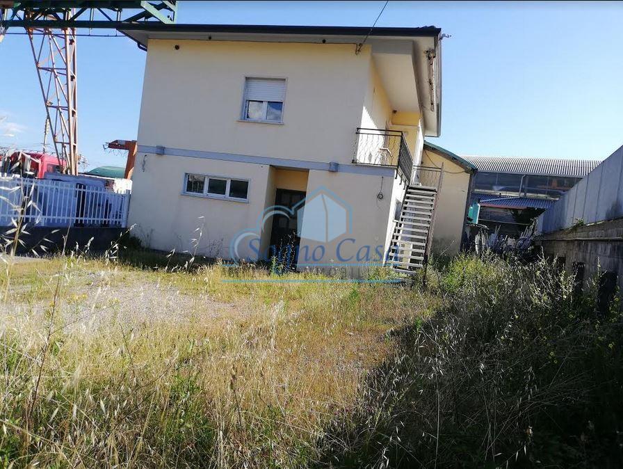 Ufficio / Studio in vendita a Ortonovo, 7 locali, prezzo € 216.000   PortaleAgenzieImmobiliari.it