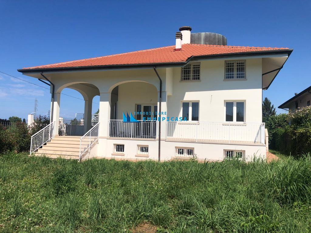 Villetta trifamiliare in vendita a Montignoso (MS)