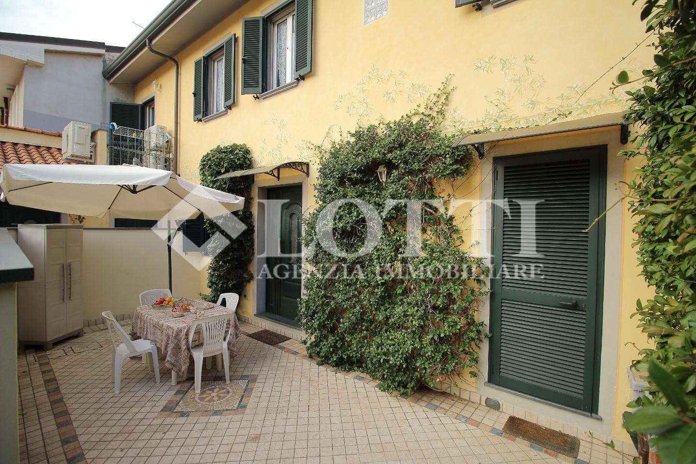 Villetta a schiera angolare in vendita, rif. 711