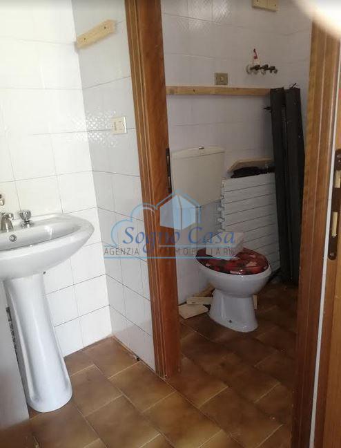 Locale comm.le/Fondo in affitto commerciale, rif. 103688