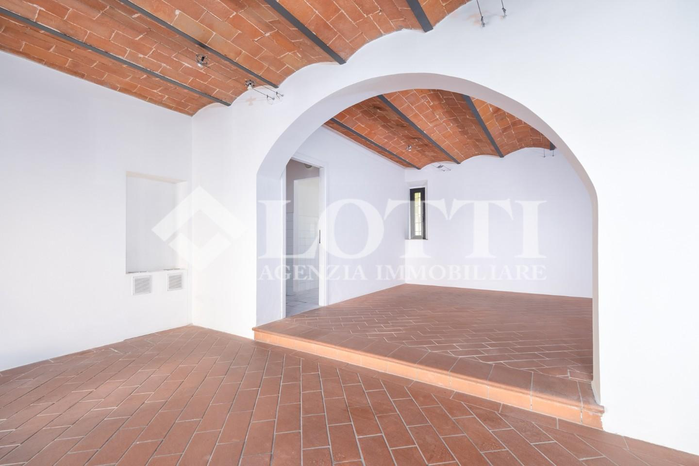 Locale comm.le/Fondo in affitto commerciale, rif. 718