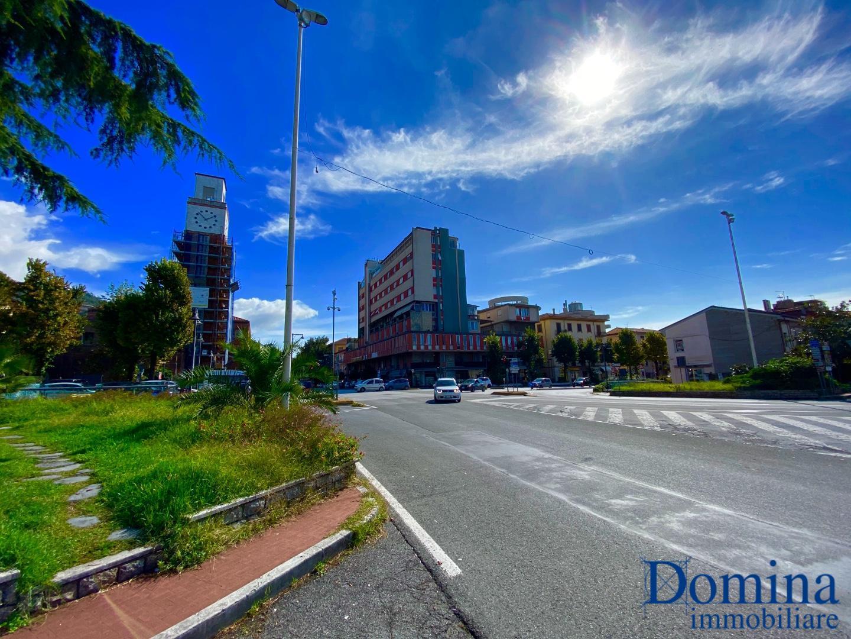 Ufficio in affitto commerciale a Massa