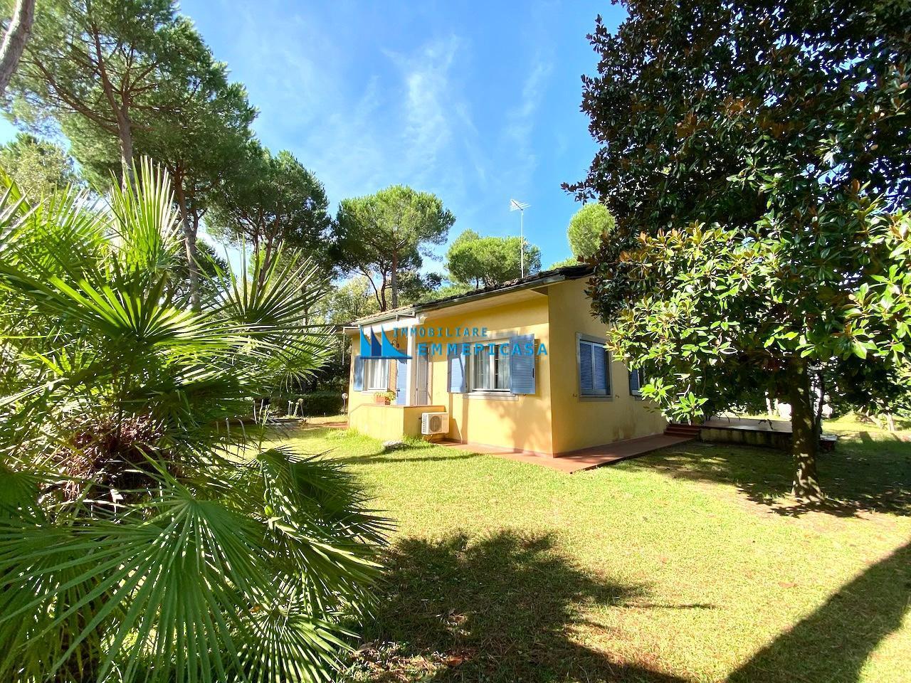 Villa singola in affitto a Massa