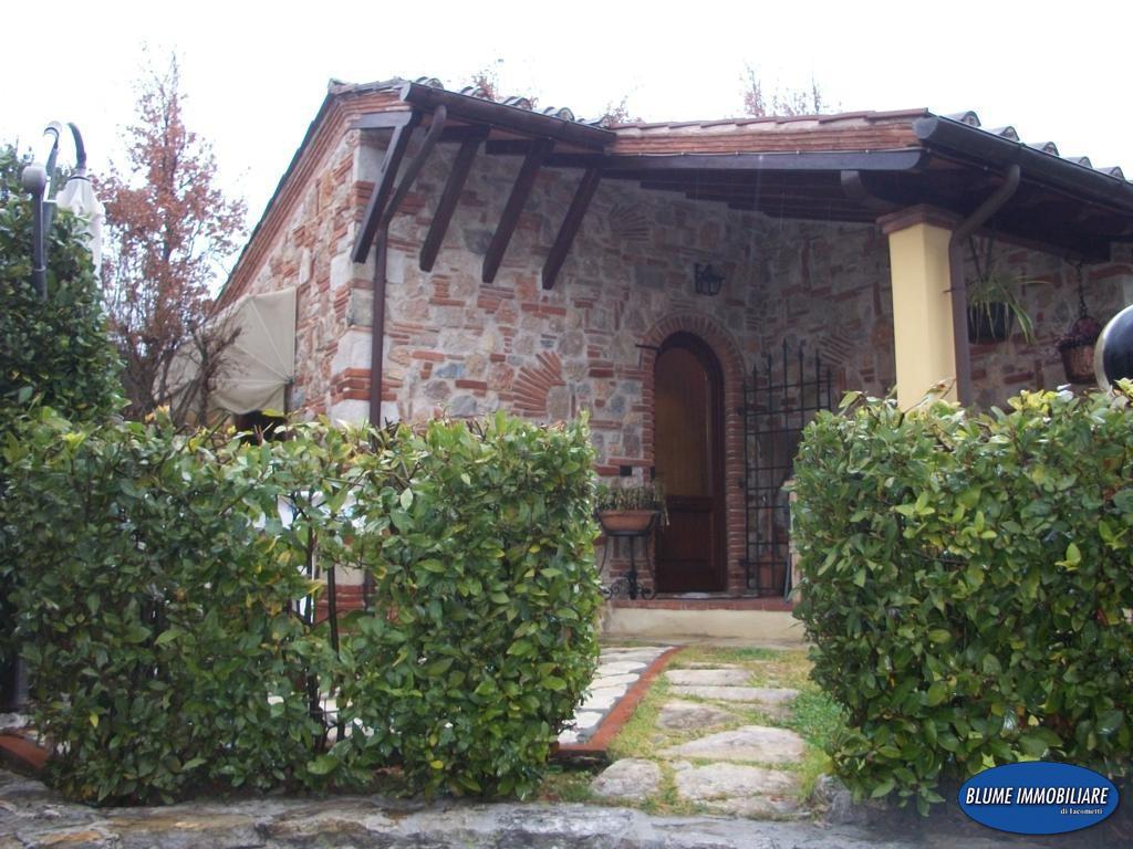 Rustico in vendita a Camaiore (LU)