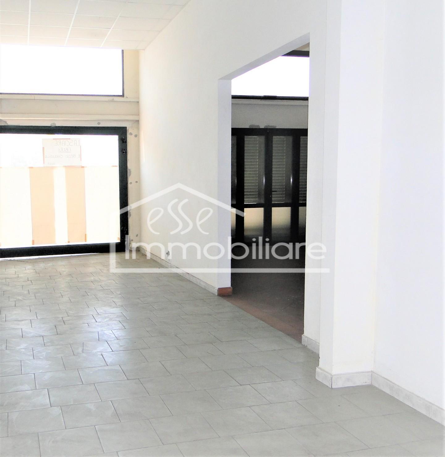 Locale comm.le/Fondo in affitto commerciale, rif. AFC/004
