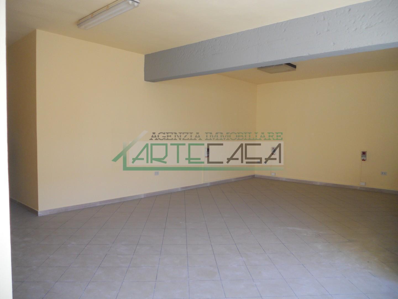 Locale comm.le/Fondo in affitto commerciale, rif. AC6871