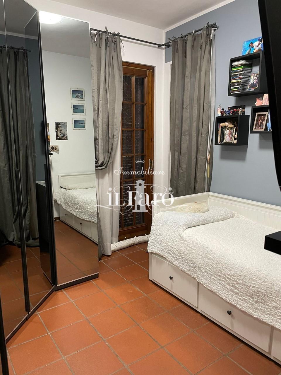 Villetta a schiera angolare in vendita, rif. V307