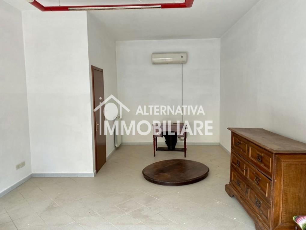 Locale comm.le/Fondo in affitto commerciale a Mezzana, San Giuliano Terme (PI)