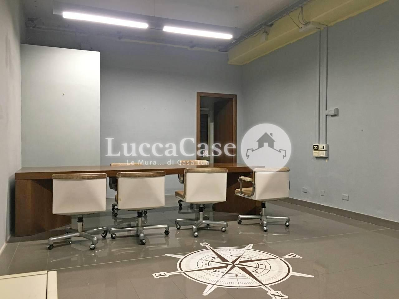 Negozio in affitto commerciale a Porcari (LU)