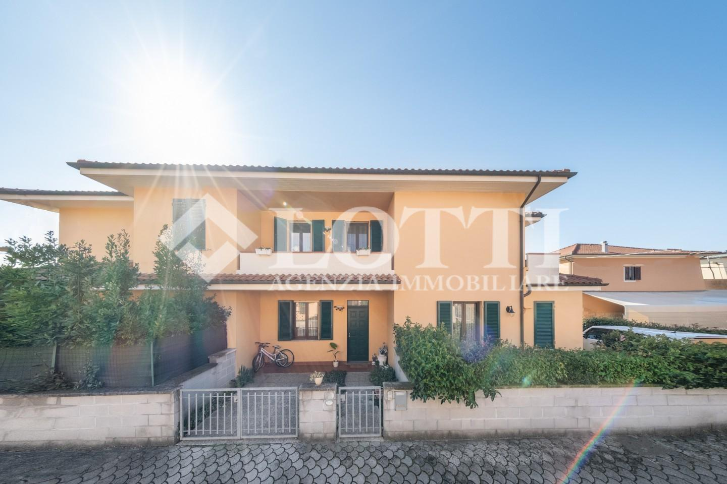 Terraced house for sale in Bientina (PI)
